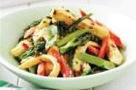 tofu con verduras, leche de coco y curry